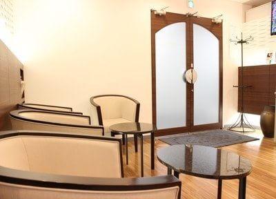 待合室です。診療までの間こちらでおくつろぎください。