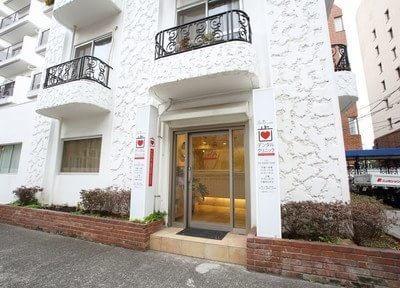 外観です。LUCA dental clinicは外苑前駅から徒歩2分の場所にあります。