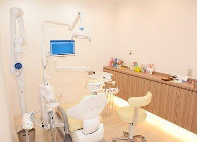 診療チェアの周りは温かい色でライトアップされていてリラックスできます。