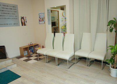 待合室はアットホームな雰囲気作りを心がけております。