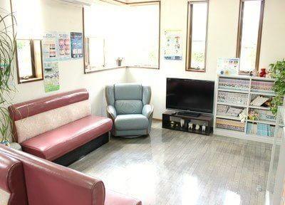 待合室です。ふかふかのソファでお待ちください。