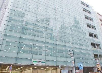当院は、代々木駅直結のビルの2階にございます。