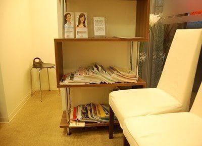 待合室には雑誌などを置いています。