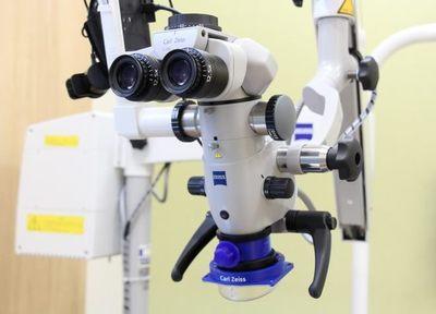 拡大鏡や歯科用の顕微鏡を使い、なるべく削らない虫歯治療を心がけています