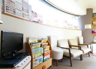 待合室には、テレビや本、雑誌をご用意しております。