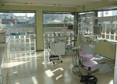 広々とした診療室は、柔らかな光が差し込む空間です。