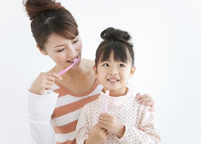 お子さまの健康な歯を守るために、親御さまにもしっかりお話をしています。