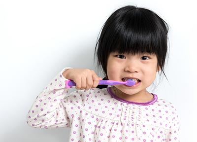仕上げ磨きのコツなども、歯科衛生士がミラーを使って分かりやすくお伝えいたします