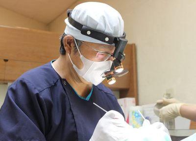 治療 インプラント埋入の手術をおこなう