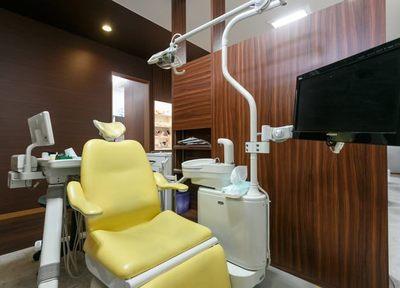 歯科技工士さんが直接患者さまのお口の中を確認するので、自然で違和感のない仕上がりが可能です。