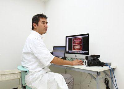 診療風景です。患者様一人ひとりとじっくりカウンセリングを行ってから診療を行います。