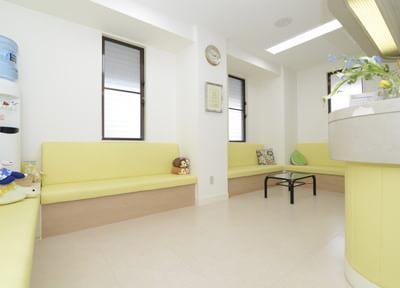 待合室です。広々とした空間でリラックスしてお待ちください。
