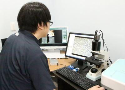 位相差顕微鏡を使用し、お口の中をしっかりとチェックします