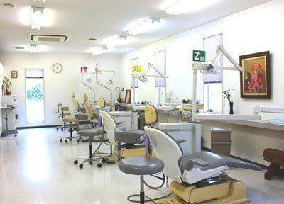 富士歯科医院の診療室は明るく開放感があります。