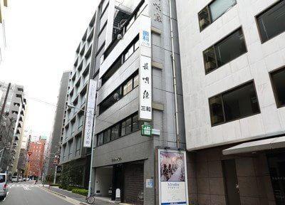 小寺歯科医院の外観です。土曜・日曜も診療を行っております。