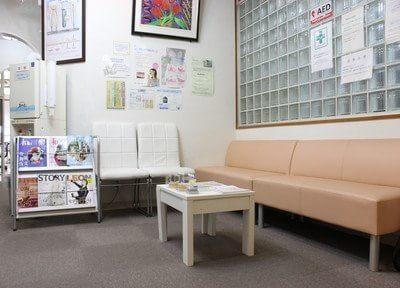 待合スペースです。診療前後は、こちらでお待ちくださいませ。