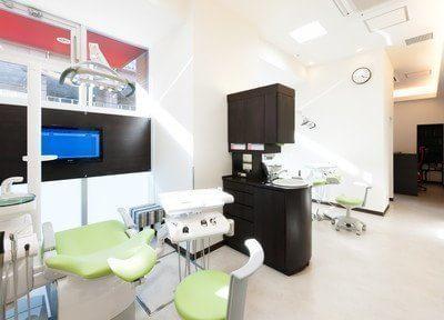 診療室は仕切りがございますので、プライベート空間を確保いただけます。