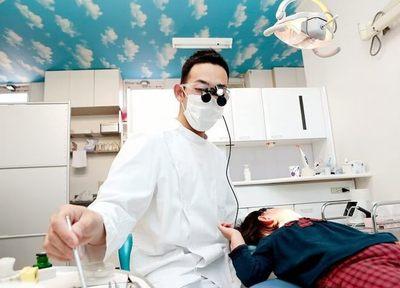 健康な歯でおいしいご飯を食べ、笑っていただきたいから、「残す」治療を重視しています