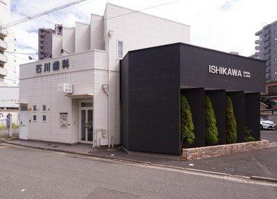 医院の外観です。小倉駅から車で7分の位置にあります。