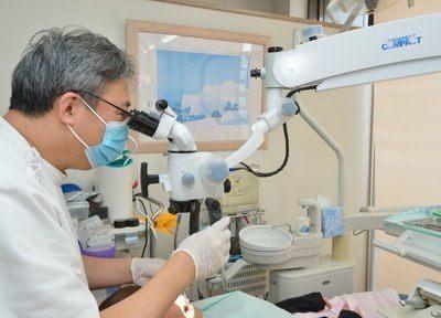 マイクロスコープは根管治療やインプラント治療など幅広い治療で活用しています。