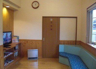 待合室です。テレビや雑誌をご用意しておりますのでご自由にお使いください。