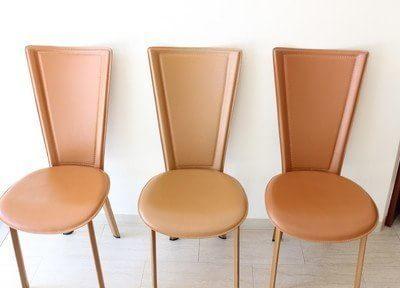 待合室ではこちらの椅子にお掛けになり、お待ちください。