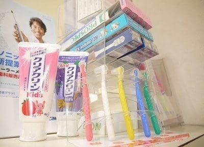 様々な歯科用ケア用品を取り揃えています。どれを使ったらよいかお困りの際には、お気軽にご相談下さい。