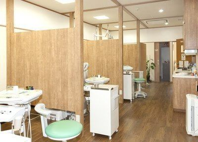診療室は木の温かみのある落ち着いた空間です。