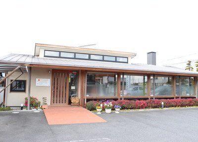 おおしま歯科医院の外観です。9台分の駐車場をご用意しています。