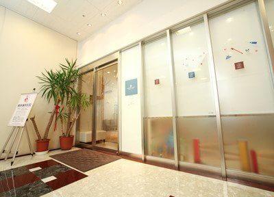 入り口です。梅林歯科医院は新瀬戸駅、瀬戸師駅出口から徒歩1分とアクセスしやすいです。