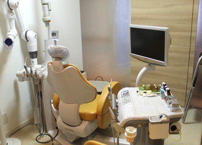 診療室です。モニターを見ながら診療を進めていきます。