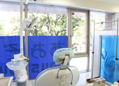 診療室は、窓があり明るく開放的な空間となっております。