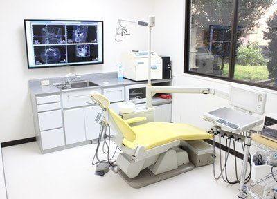 個室の診療室です。入れ歯、インプラントなどの治療を行います。