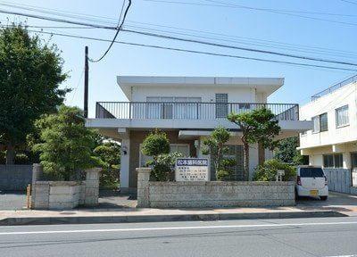 松本歯科医院の外観です。銚子電気鉄道観音駅より徒歩1分とアクセスは抜群です。