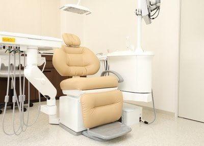 清潔感のある診療チェアは、患者様が疲れないよう座り心地の良いチェアです。