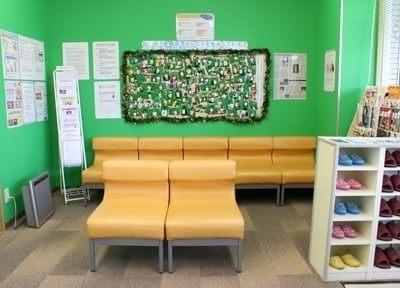 待合室には患者様の写真を飾っています。