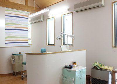 診療スペースです。患者様お一人お一人、ブースが仕切られておりますので、プライベート空間を確保いただけます。