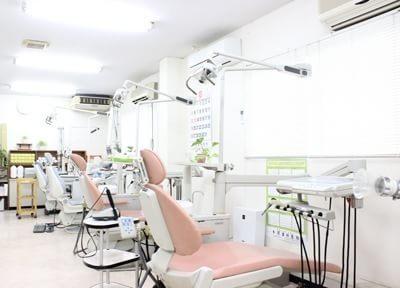 診療スペースは明るく、清潔感があります。