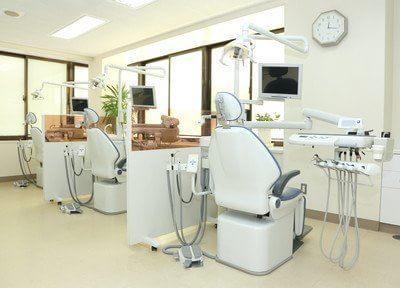 診療室です。明るく開放的な空間です。