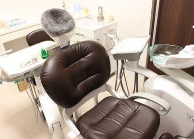 個室の診療室のチェアです。周りを気にせず治療に専念して頂けます。