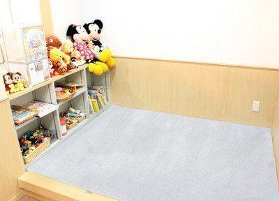 キッズスペースです。お子様でも安心して過ごせるような設備を整えています。
