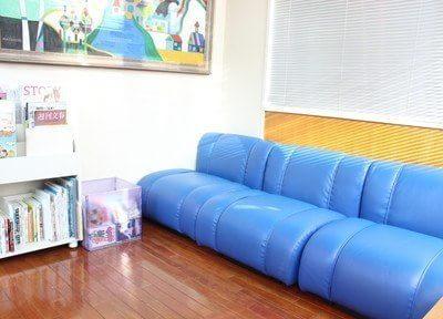 患者様が快適に過ごせるように、本や雑誌をご用意しております。