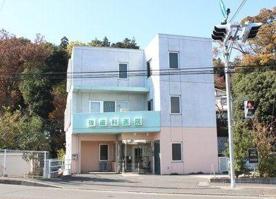 柿生駅北口より徒歩3分、カラフルな外観が目立ちます。