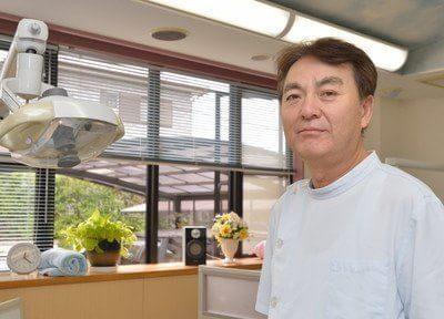 院長の伊藤 健二です。皆様の歯を守るホームドクターとして日々研鑽をしております。