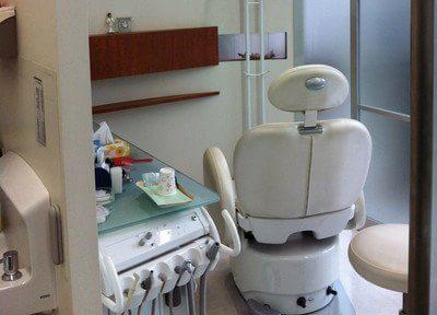 診療室です。仕切りを設けていますので、他の患者様に見られる心配はありません。
