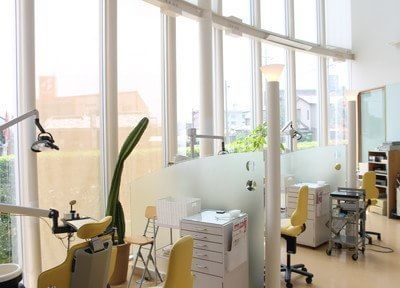 開放感のある診察室で治療の不安も軽減します。