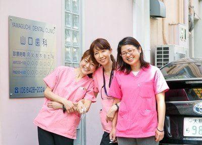 スタッフの写真です。笑顔のスタッフ達が皆様をお待ちしております。