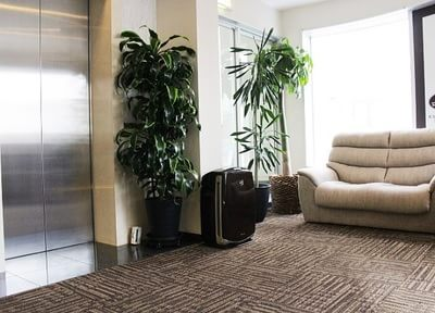 エレベーターから直通になっており、靴のまま診療が可能です。