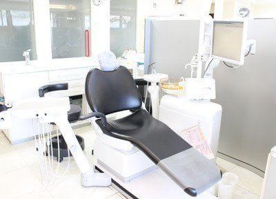 モニターで歯の状態を確認しながら治療を行います。