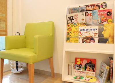 待合室には絵本や雑誌をご用意しています。